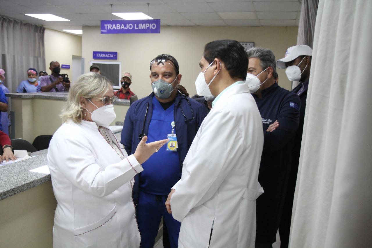 Ministro de Salud Pública Dr. Daniel Rivera visita Hospital Toribio Bencosme
